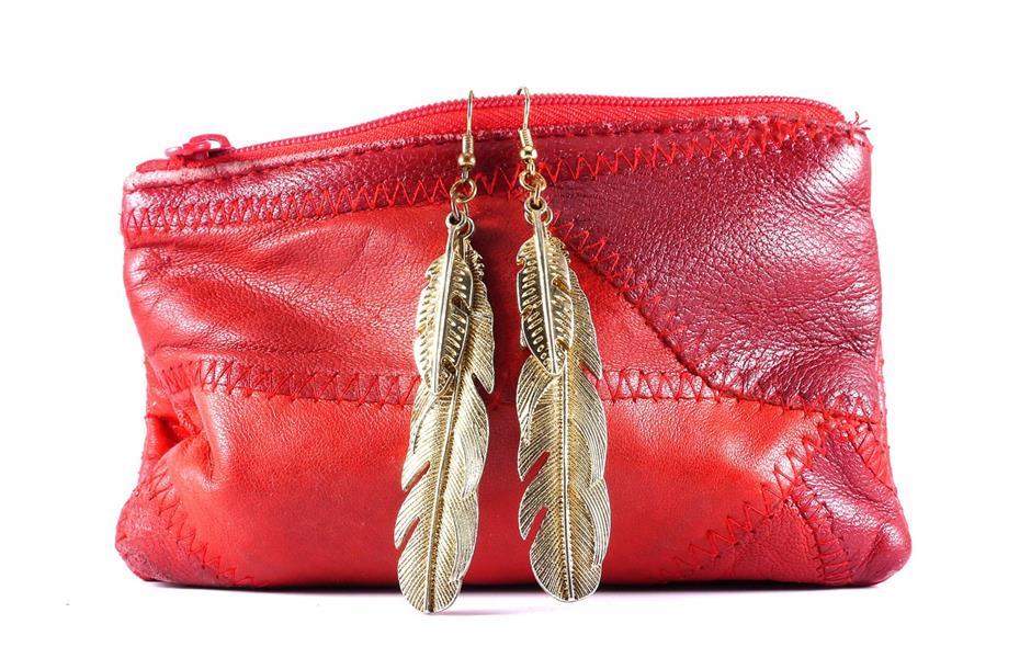 Rote Handtasche Goldene Feder