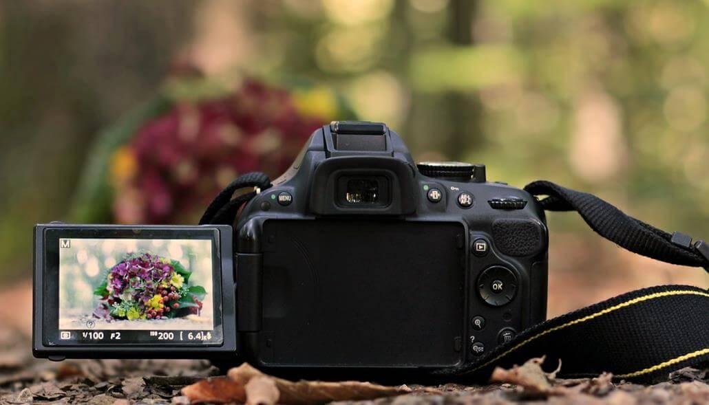 Spiegelreflexkamera mit klappbaren Display